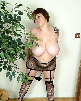 Busty tattooed whore takes off out of her fishnet dress & stockings